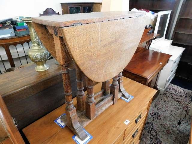 Lot 66 - A c.1900 small oak gateleg table 26in high