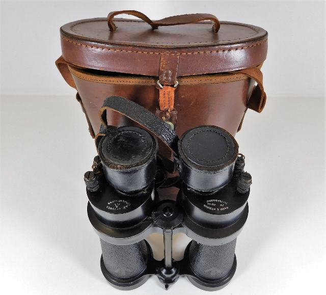 Lot 338 - A cased set of WW2 naval Barr & Stroud binoculars
