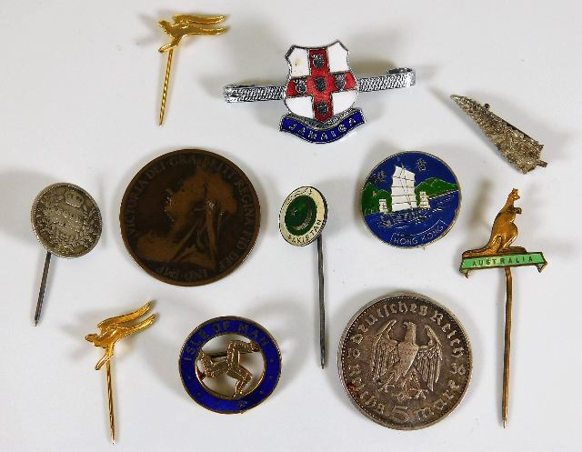 Lot 783 - A small quantity of mixed badges & two coins
