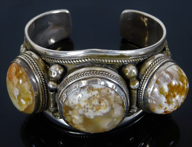 Lot 309 - A silver bangle set with agate approx. 122g