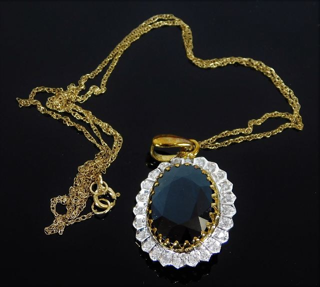 Lot 317 - A 9ct gold necklace & pendant set with paste stone