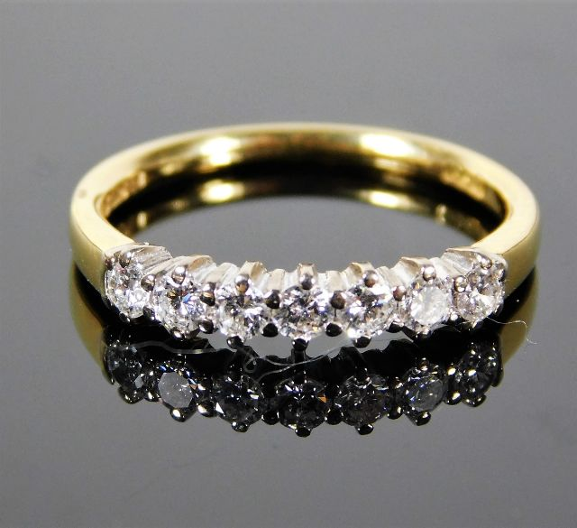 Lot 327 - An 18ct gold ring set with 0.5ct diamond 2.3g size
