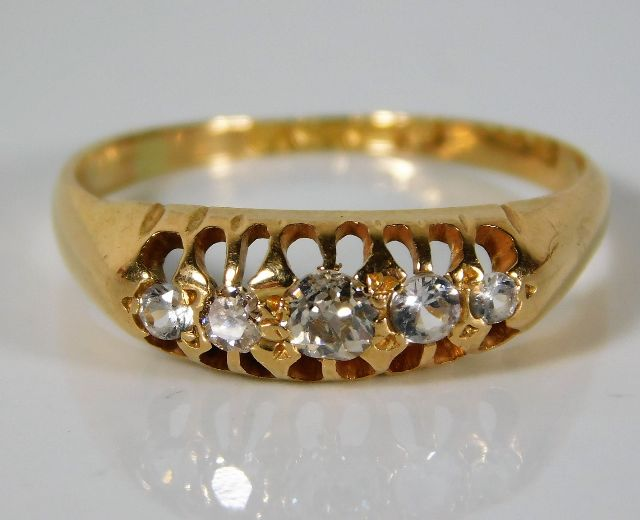 Lot 333 - A 15ct gold antique ring set with approx. 0.28ct o