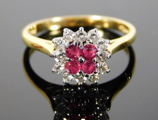 Lot 326 - An 18ct gold ring set with 0.37ct diamond & ruby 2