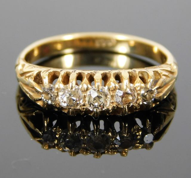 Lot 307 - An antique 18ct gold ring set with five diamonds o