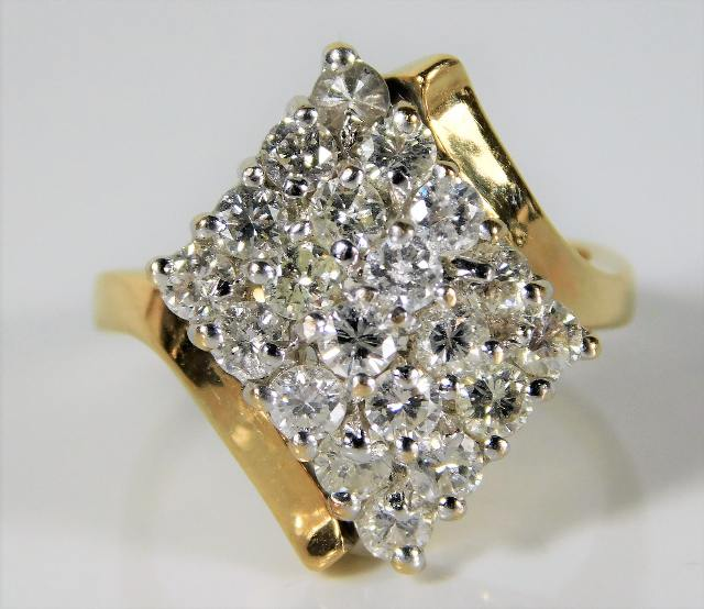 Lot 332 - A 14ct gold ring set with approx. 2ct diamonds 7.1