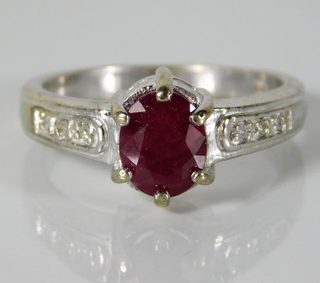 Lot 318 - A 9ct white gold ring set with diamonds & ruby 3.9