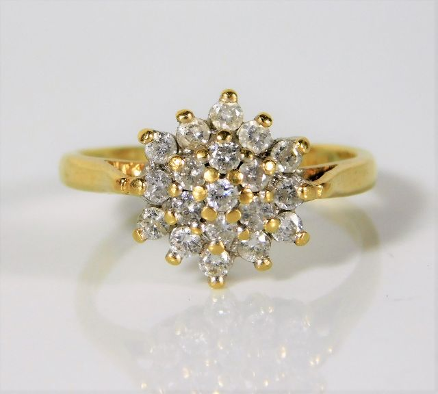 Lot 329 - An 18ct gold ring set with 0.5ct diamond 3.5g size