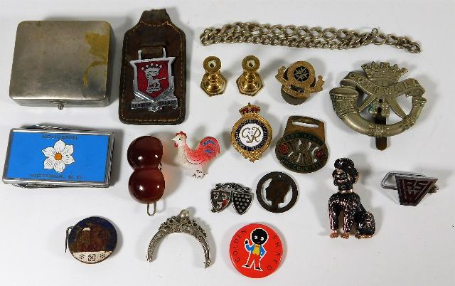 Lot 244 - A money clip, DCLI cap badge & other sundry items