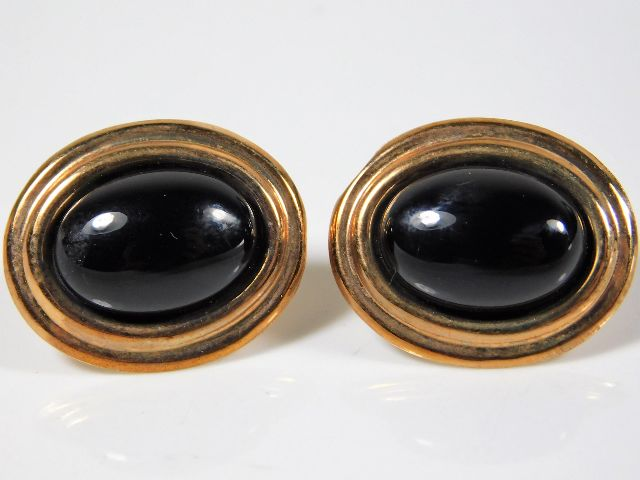 Lot 296 - A pair of 9ct gold earrings set with onyx 3.1g