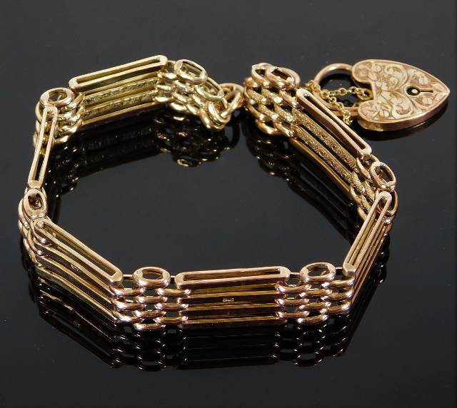 Lot 313 - A 9ct gold four bar gate bracelet with engraved cl