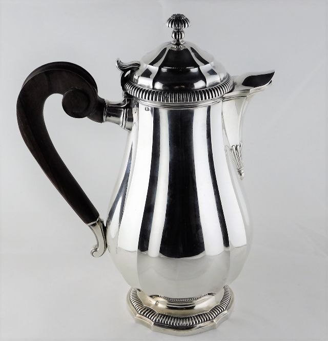 Lot 262 - A French Puiforcat silver coffee pot approx. 800g