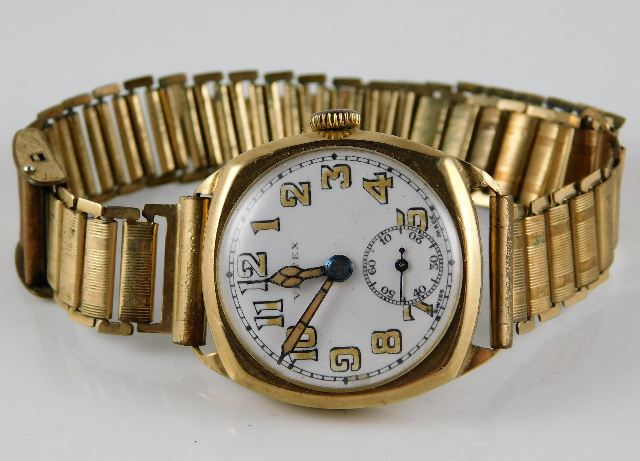 Lot 290 - A 9ct gold cased Vertex wristwatch with rolled gol