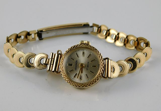 Lot 288 - A 9ct gold cased wristwatch with a 10ct gold strap
