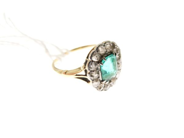 Lot 50 - Emerald and diamond fifteen stone cluster ring, in unmarked yellow metal, circa 1910, the step cut
