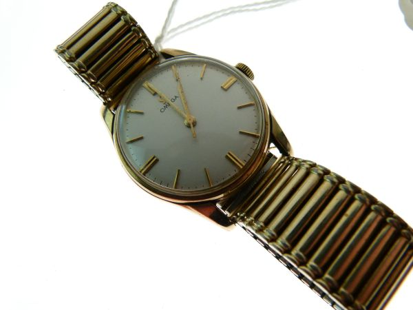 Lot 21 - Omega - Gentleman's 9ct gold wristwatch, serial no: 183929, the signed silvered dial having gilt