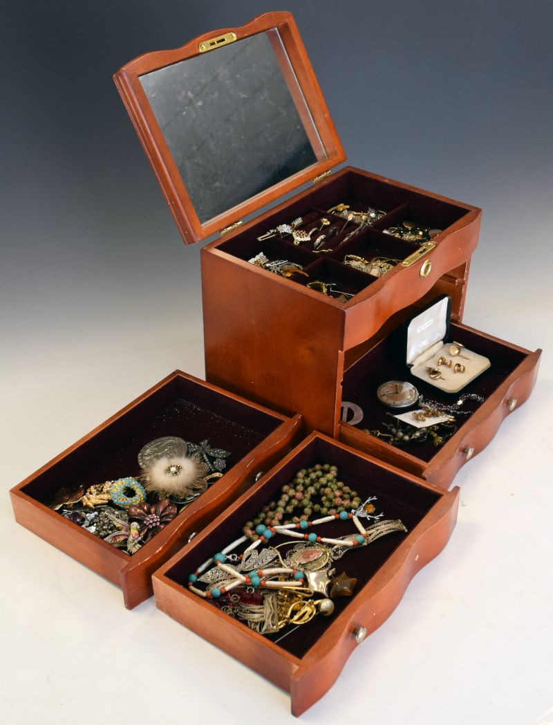 Lot 125 - Large selection of dress, costume and fashion jewellery in a serpentine-fronted three-drawer chest