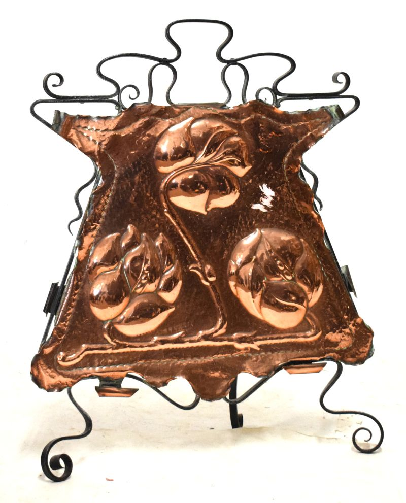 Lot 655 - Arts & Crafts embossed copper and wrought iron fire screen, 71cm high