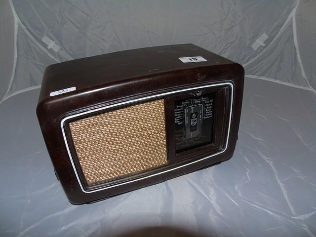 "Lot 13 - SMALL BAKELITE WIRELESS RADIO PHILLIPS - VALVO GERMAN MADE 9""X 6"" EST [£30- £60 ]"