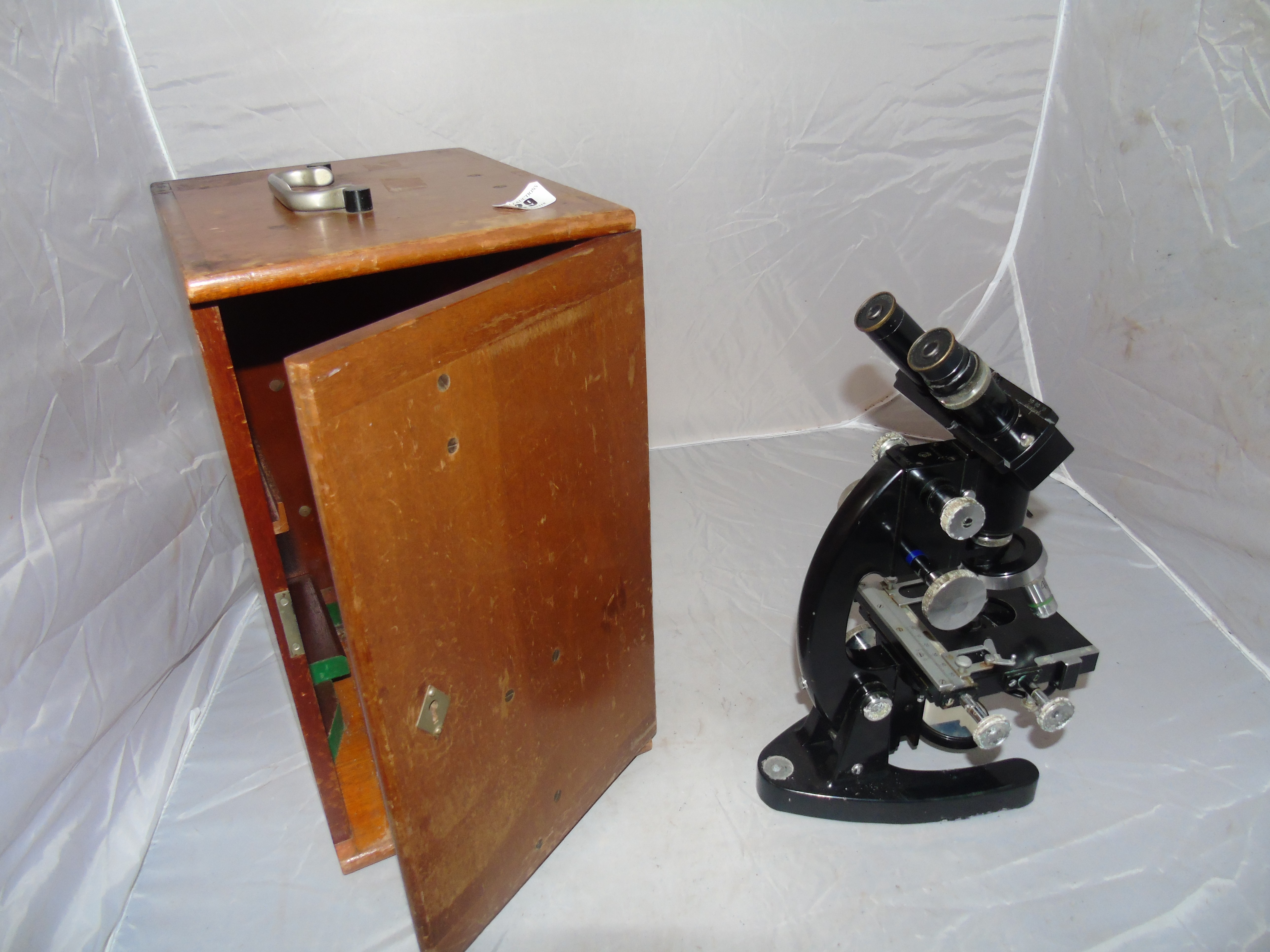 Lot 29 - MICROSCOPE BY COOKE TROUGHTON & SIMMS IN MAHOGANY CASE EST [£70-£100]