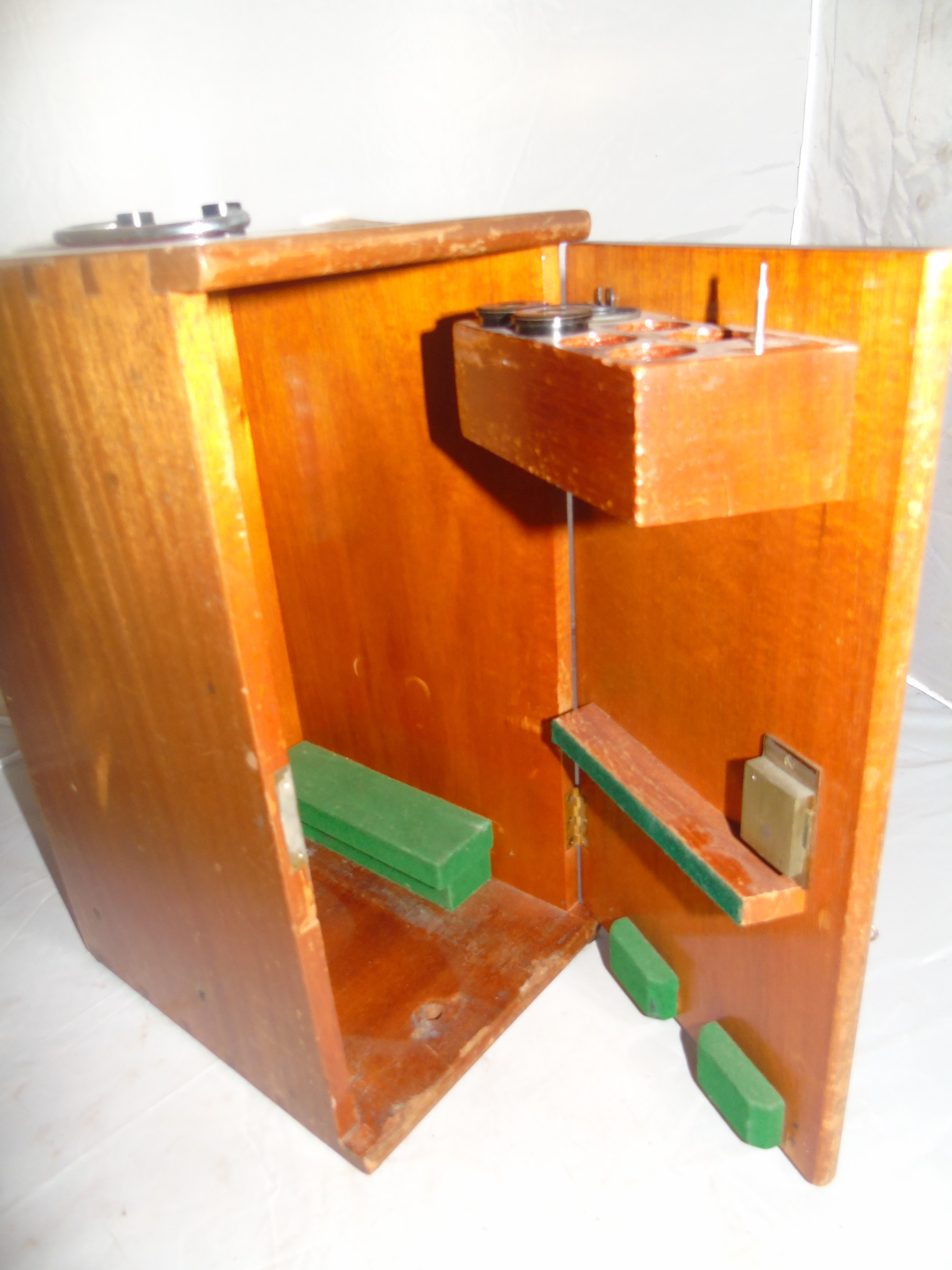 Lot 28 - MICROSCOPE BY COOKE & TROUGHTON & SIMMS MAHOGANY CASE WITH MANUAL & ACCESSORIES EST [£80-£120]