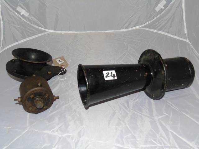 Lot 24 - EARLY 20th CENTURY KLAXTON MOTOR HORN & ONE OTHER UNMARKED EST [£25- £45]