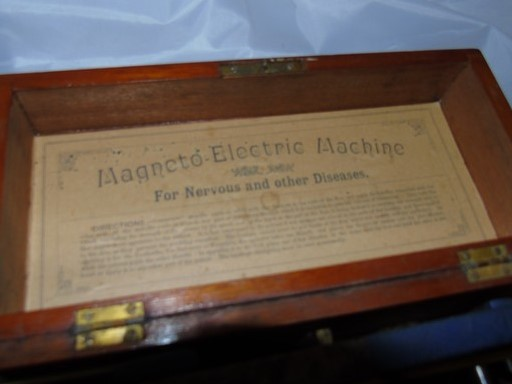 Lot 7 - MAGNETTO ELECTRIC MACHINE FOR NERVOUS DISEASES EST [£20-£40]