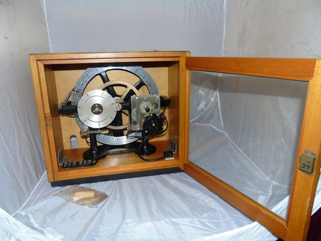 Lot 31 - SMITHS ELECTRO MECHANICAL TIMER INSTRUMENT PRESENTED IN A GLASS FRONTED CASE EST [£80-£120]