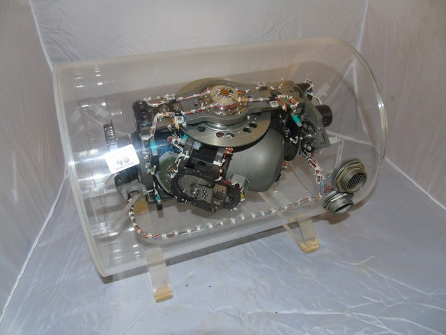 Lot 46 - ELECTRO MECHANICAL MODEL (POSSUBLY A GYROSCOPE) CONTAINED IN A ROUND PERSPEX CASE 16ins X 12ins