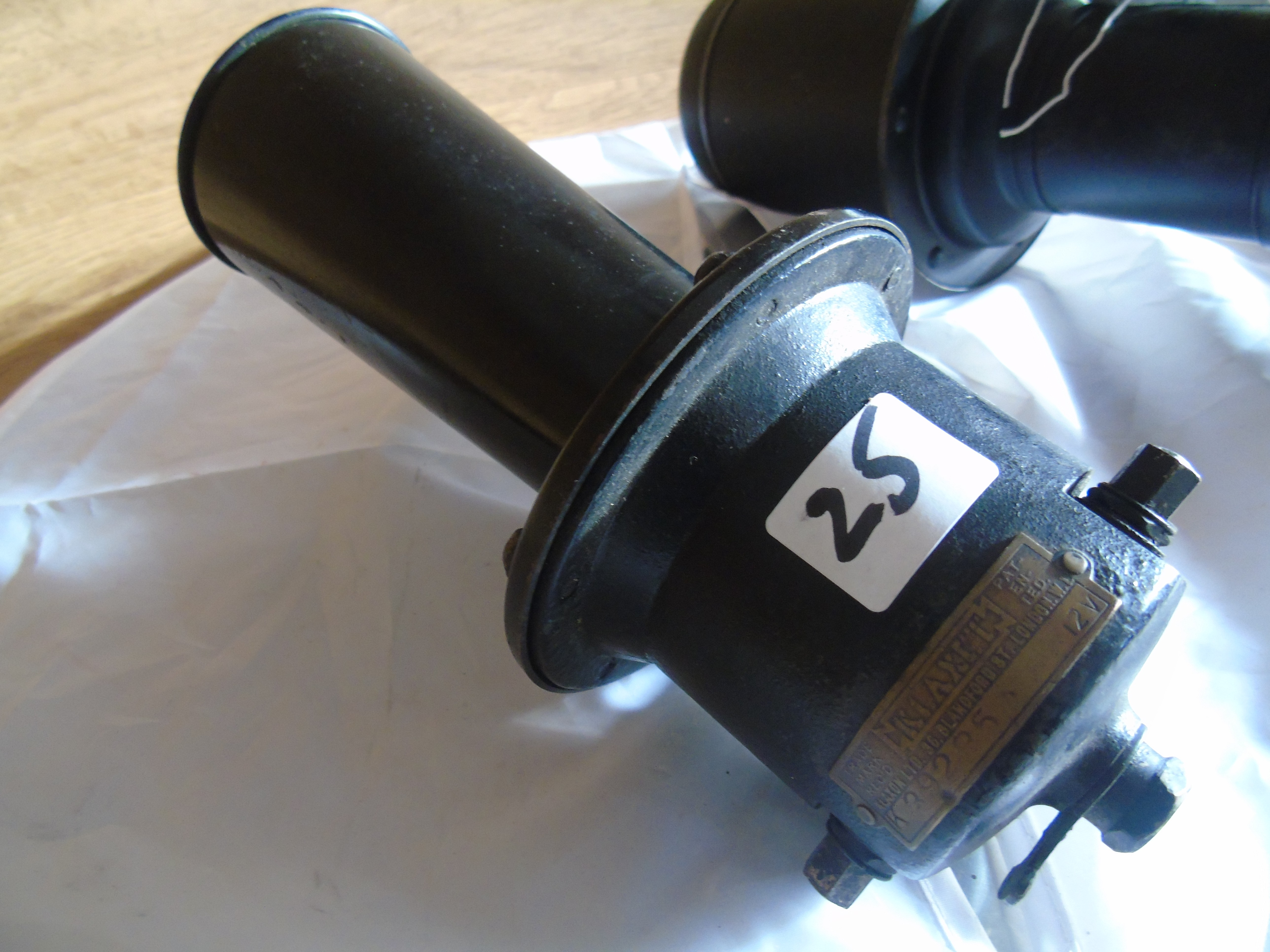 Lot 25 - EARLY 20th CENTURY KLAXTON 6 VOLT MOTOR HORN & ONE OTHER EST[£25-£50]