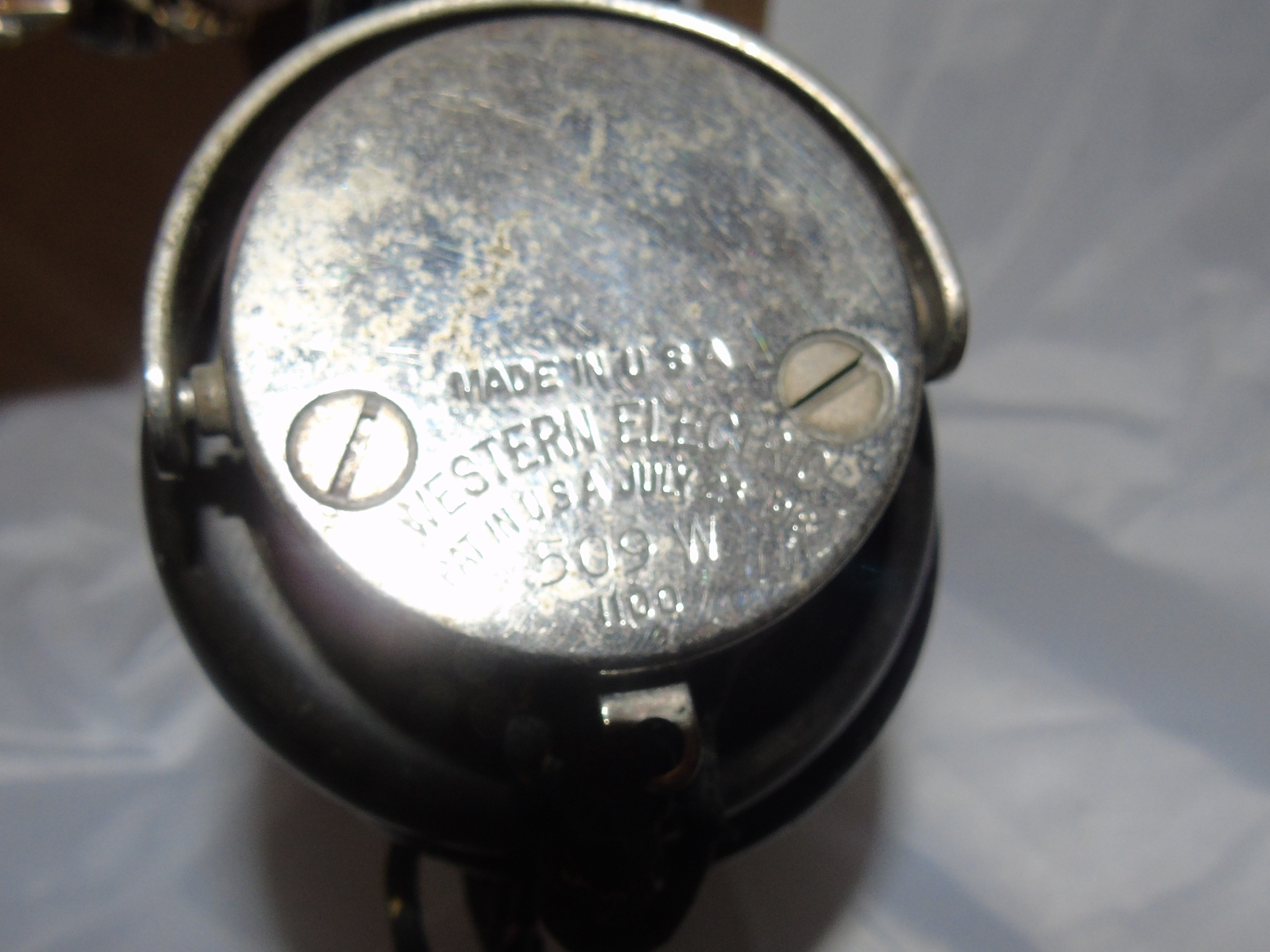 Lot 45 - US ARMY SIGNAL CORPS WESTERN ELECTRIC RADIO RECIEVER & TRANSMITTER CIRCA 1920s EST [£120- £180]