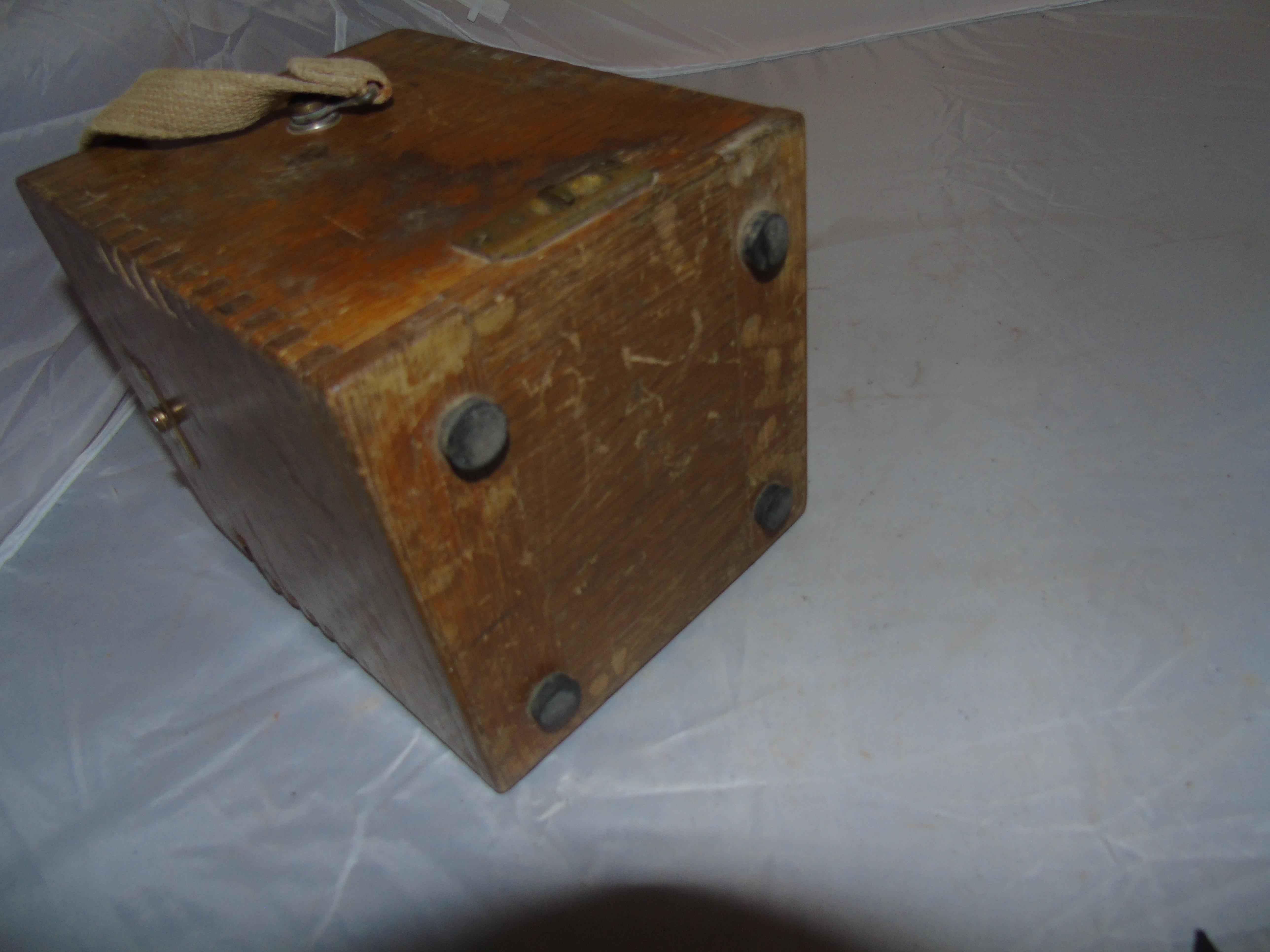 Lot 26 - VOLTAGE & INSULATION TEST METER OAK DOVETAIL BOX A/F EST [£20-£40]