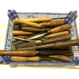 Lot 11 - 28 chisels and gouges G+