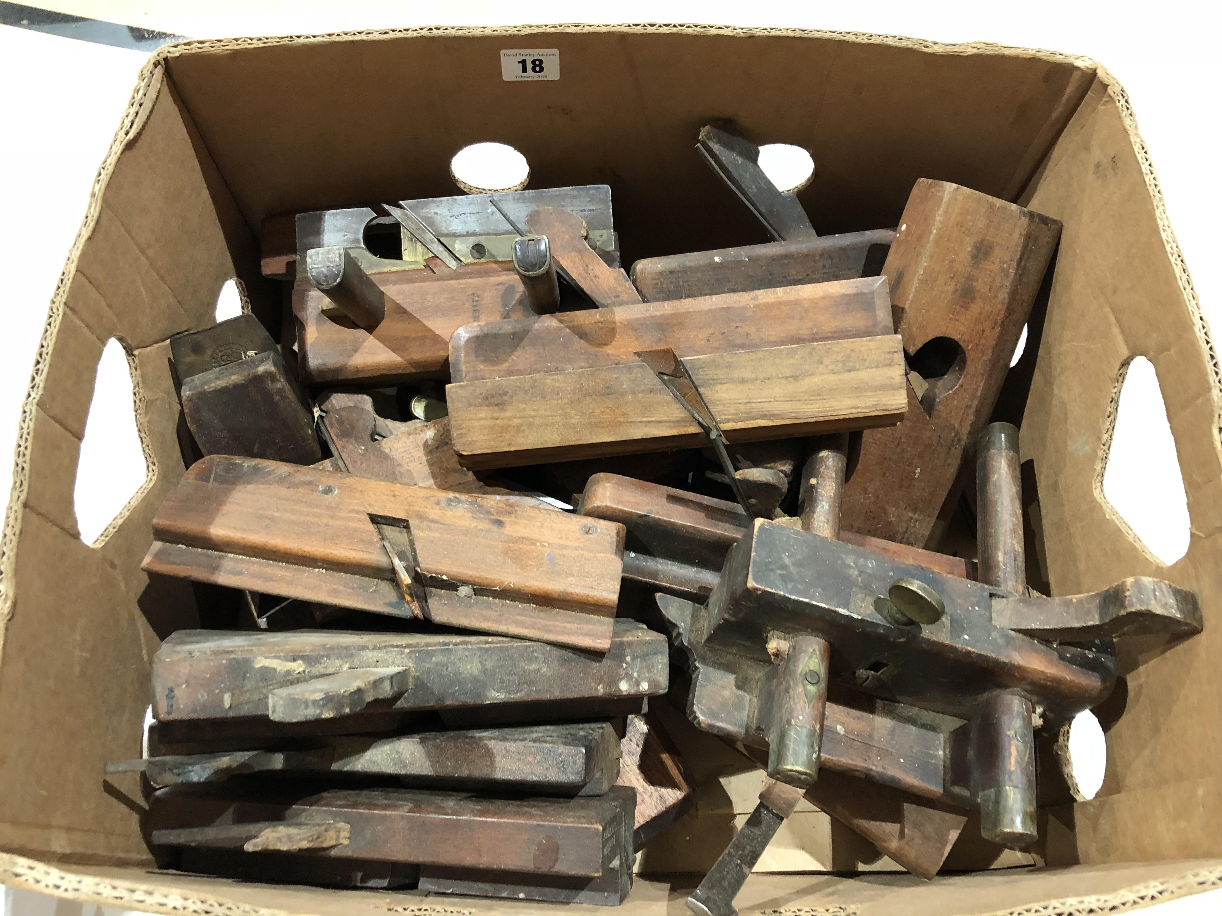 Lot 18 - A quantity of wood planes G