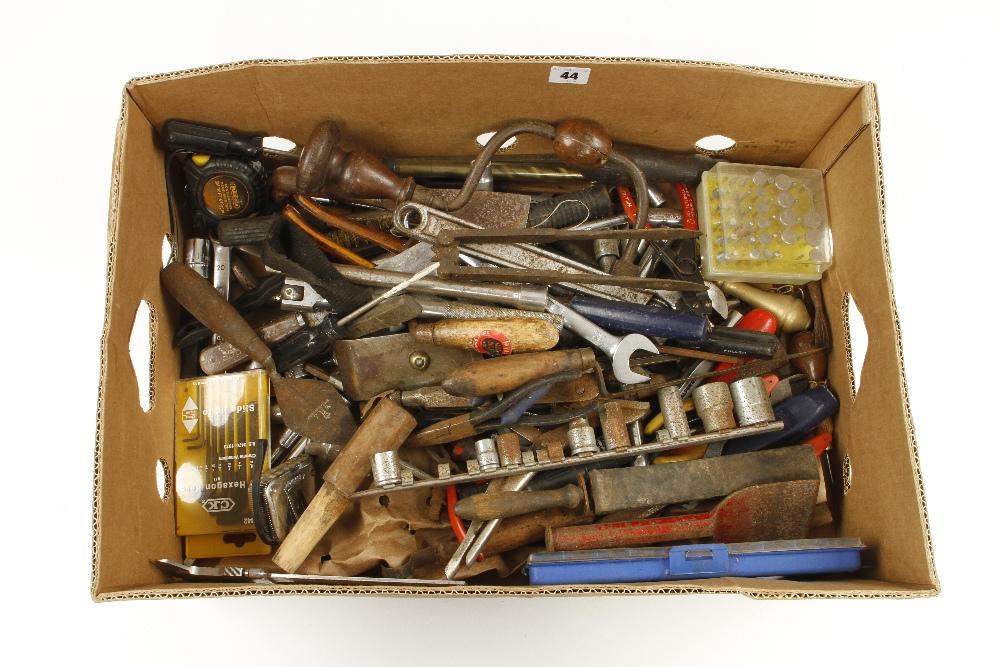 Lot 44 - A box of sockets,