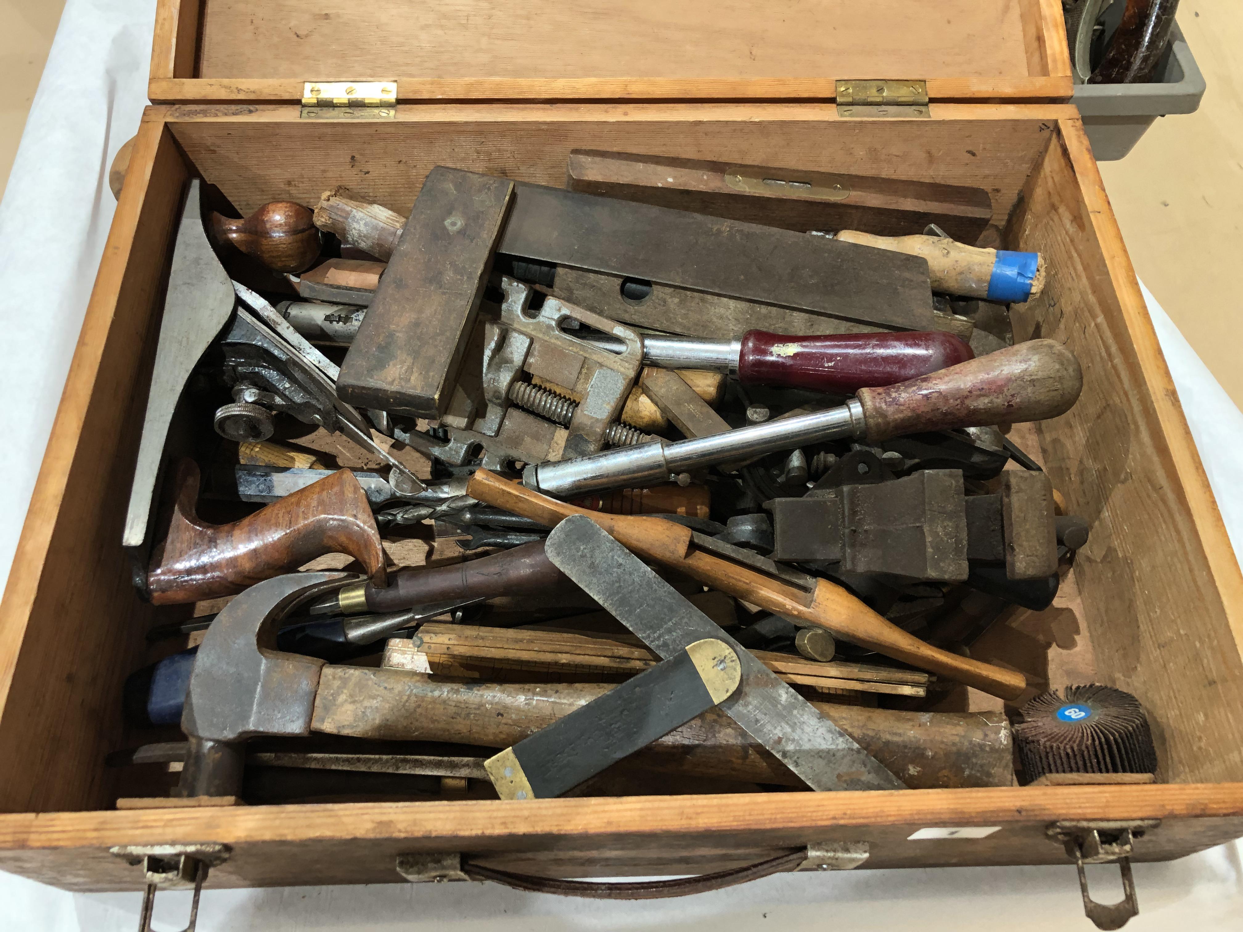 Lot 1 - A box of tools G