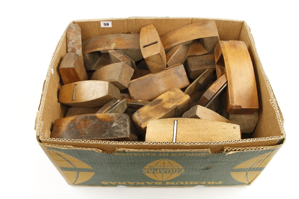 Lot 59 - 26 beech smoothing planes etc G