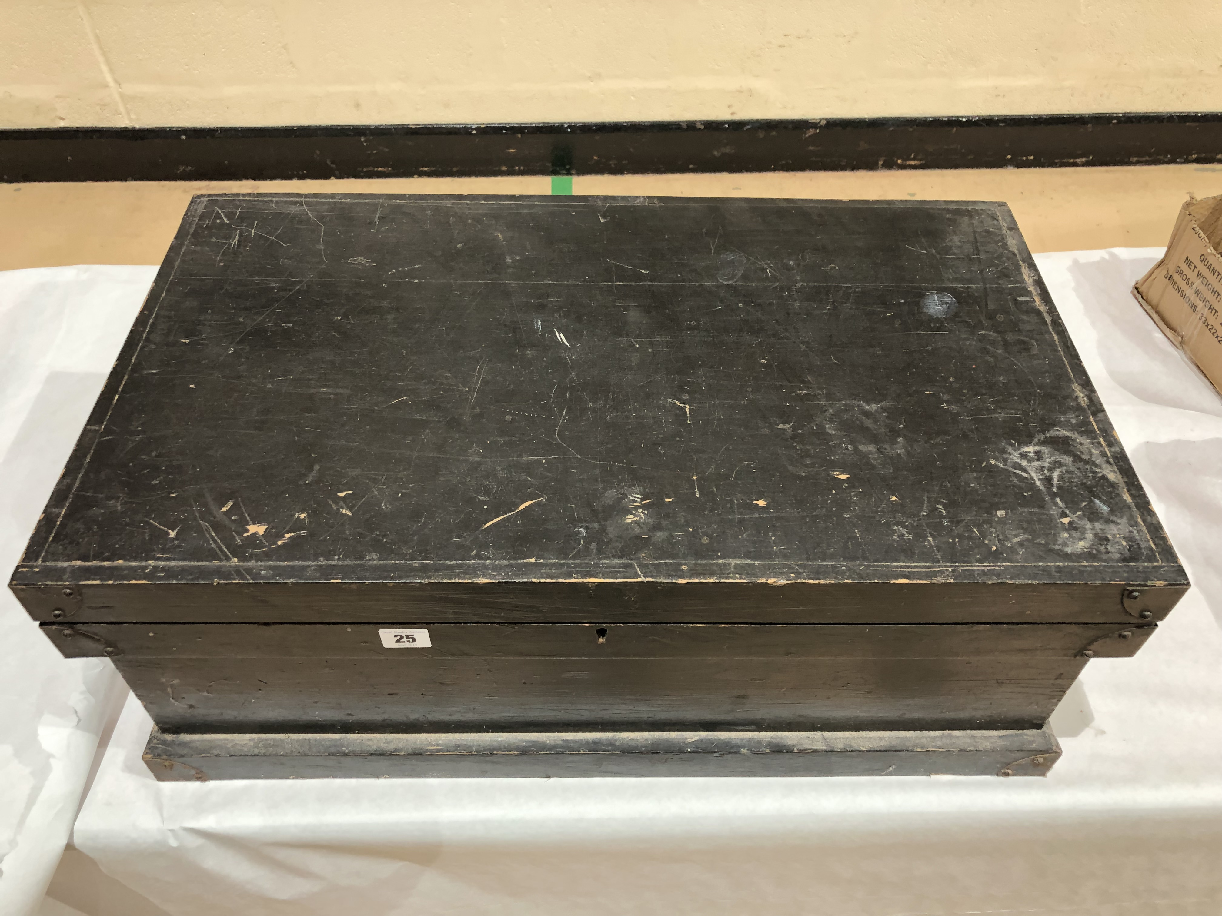 Lot 25 - A tool box with some tools G