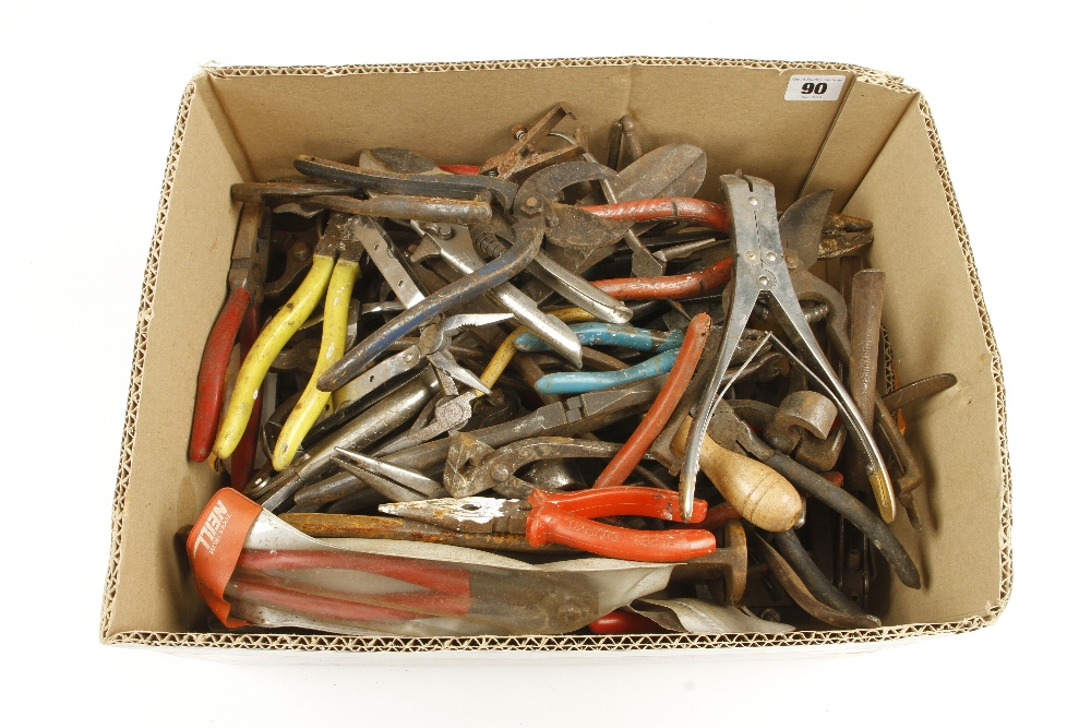 Lot 90 - Quantity of snips and grips G-