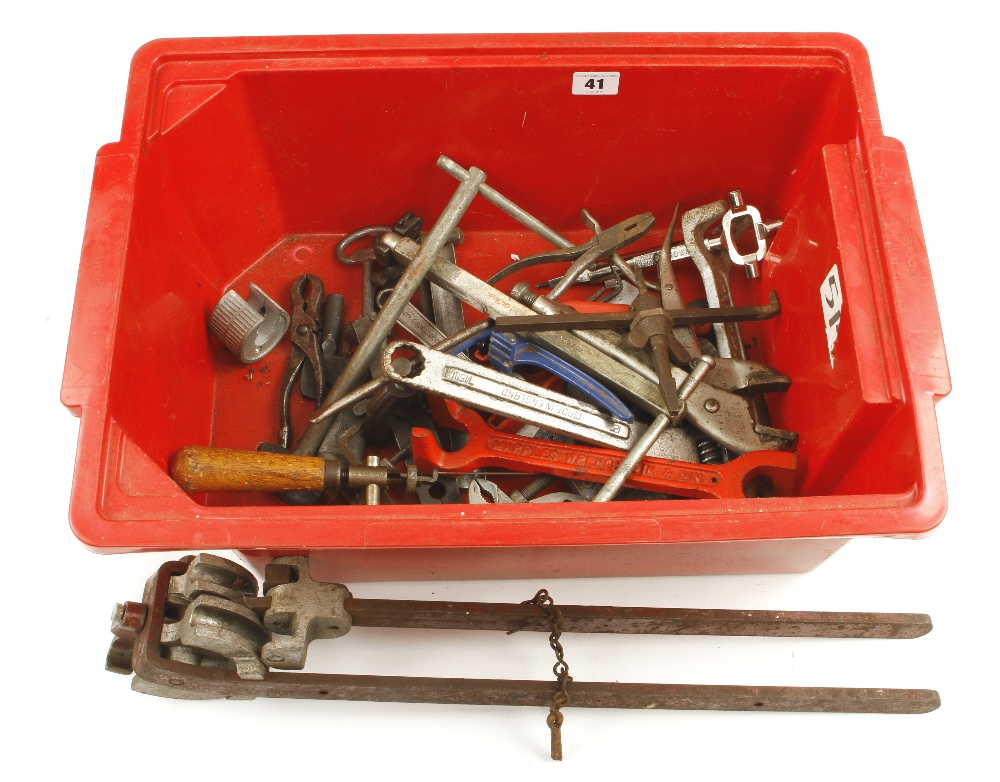 Lot 41 - A box of tools G