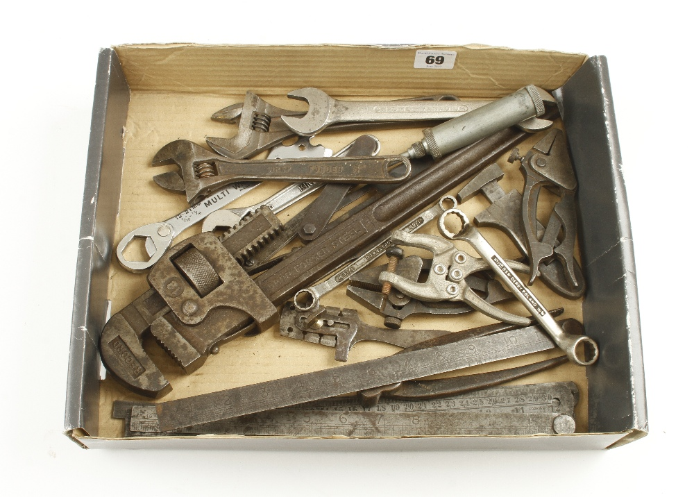 Lot 69 - Ten wrenches and other tools G
