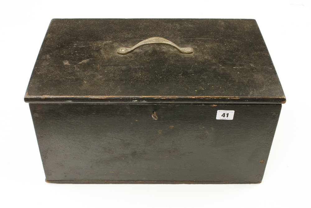 "Lot 41 - A cobbler's pine box 18"" x 11"" x 10"" with various cobbler's tools G+"