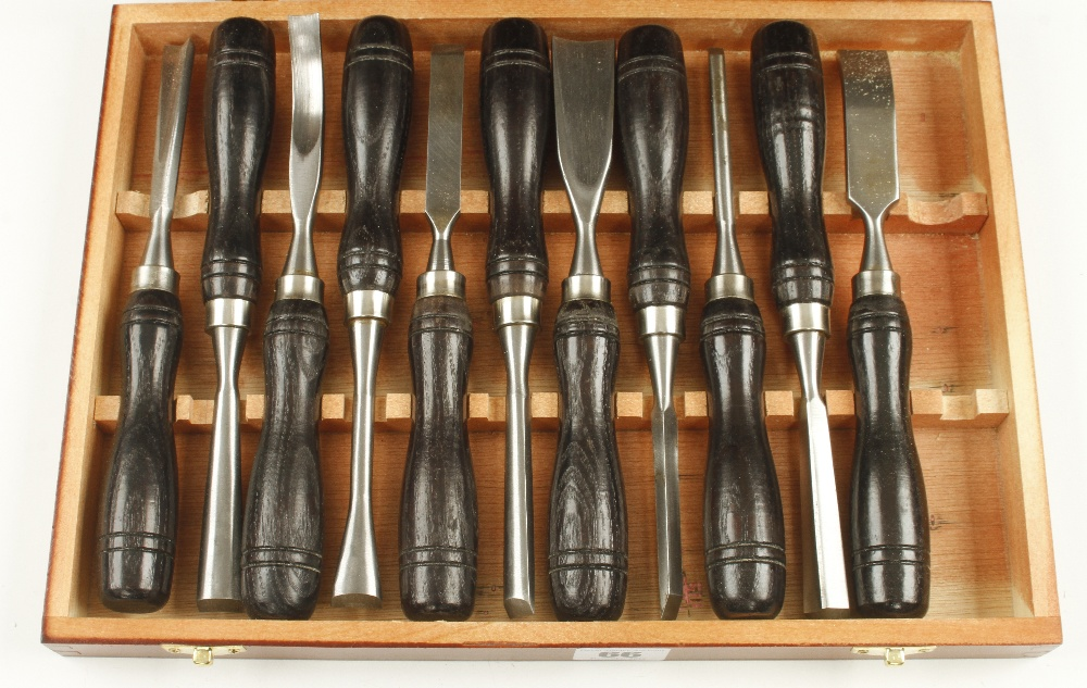 Lot 66 - A set of 11 little used carving tools with ash handles in fitted wooden box G++