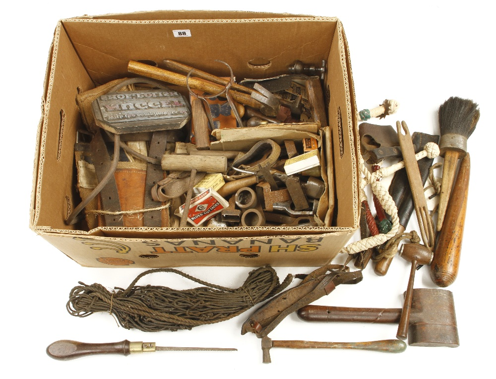 Lot 88 - A quantity of leather and sail making tools G