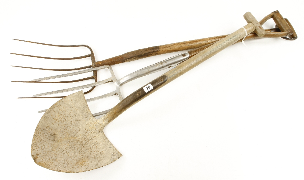 Lot 79 - Two garden forks and a spade G-