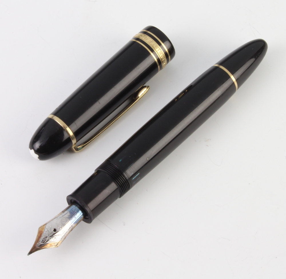 Lot 736 - A gentleman's Montblanc fountain pen with 14ct nib