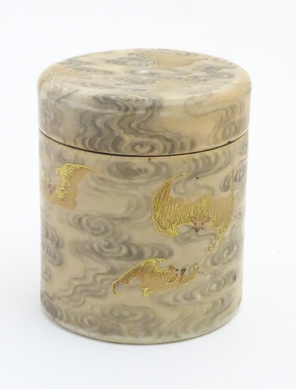 Lot 4 - A Chinese lidded pot decorated with bats in flight with gilt highlights.