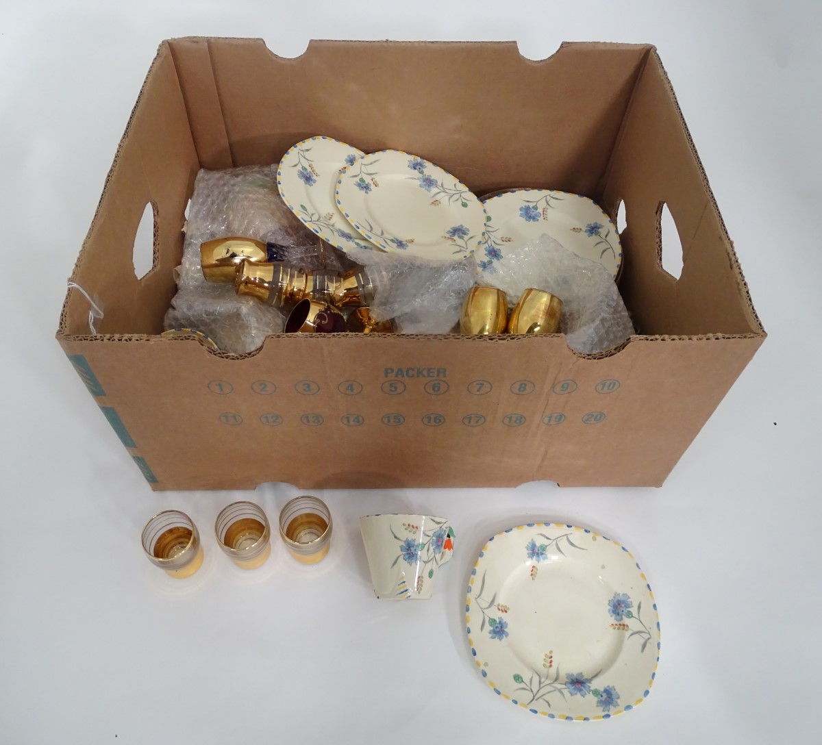 Lot 46 - A box of assorted glass and ceramics, to include items of Art Deco Burleighware, Italian glass,