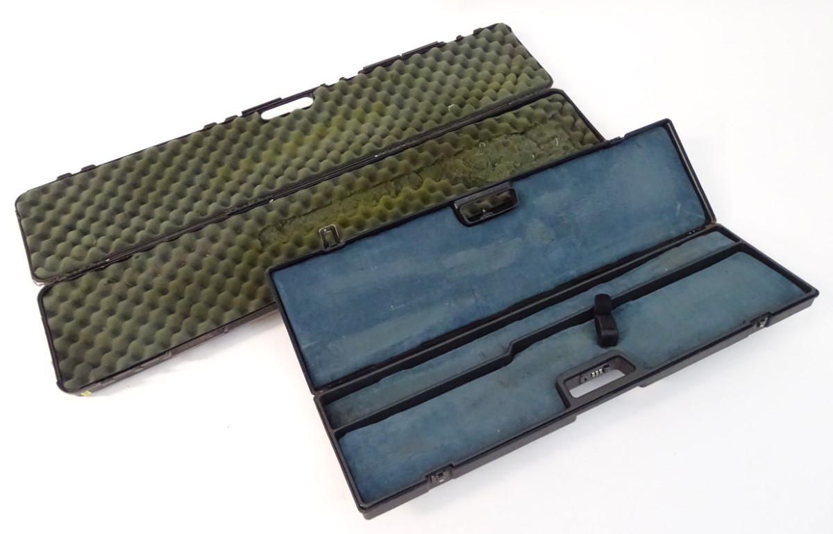 """Lot 20 - An ABS gun/rifle motor case, padded lining with provision for 35"""" barrels,"""