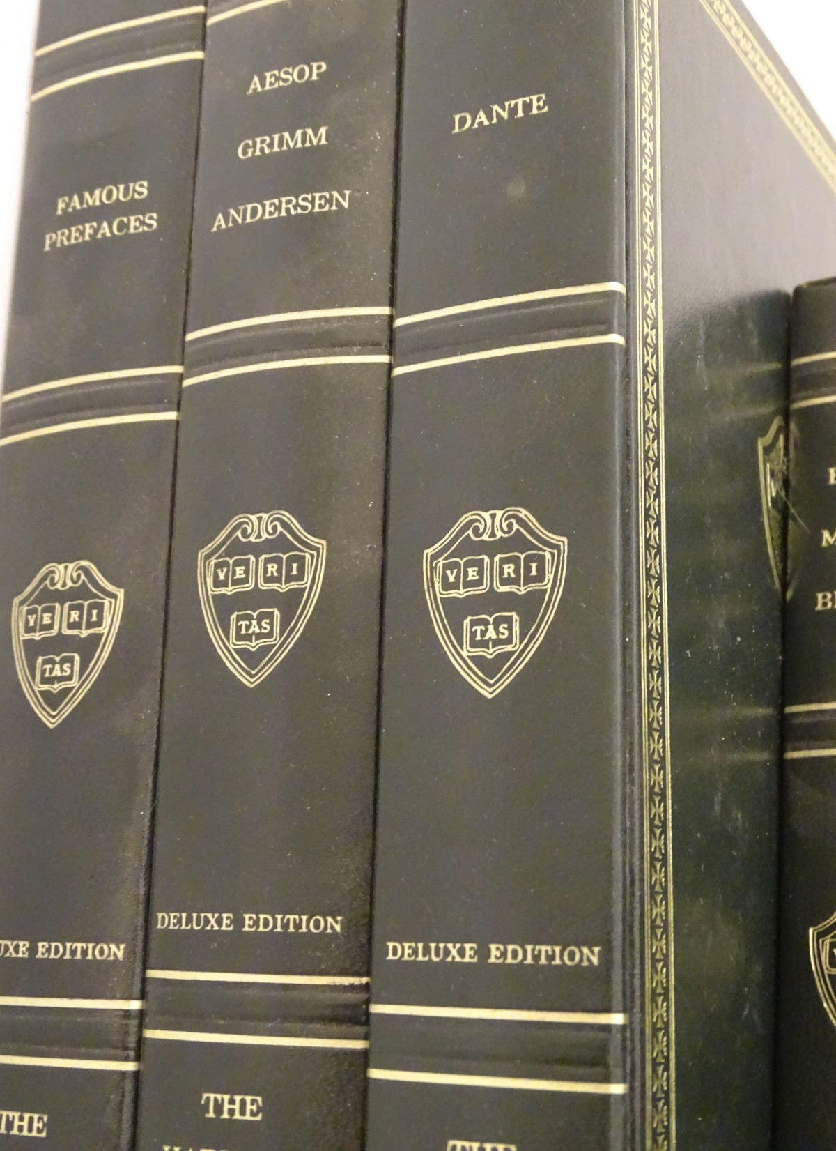 Lot 6 - Books: A set of Harvard Classics books including Dante, Bacon Milton Browne, Chaucer to Gray,
